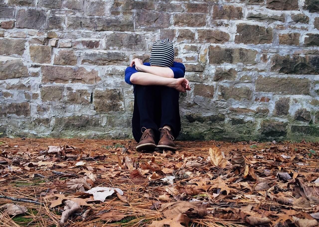 lonely 1822414 1280 - ¿Cómo afectan los trastornos alimenticios más frecuentes a la salud de las personas?