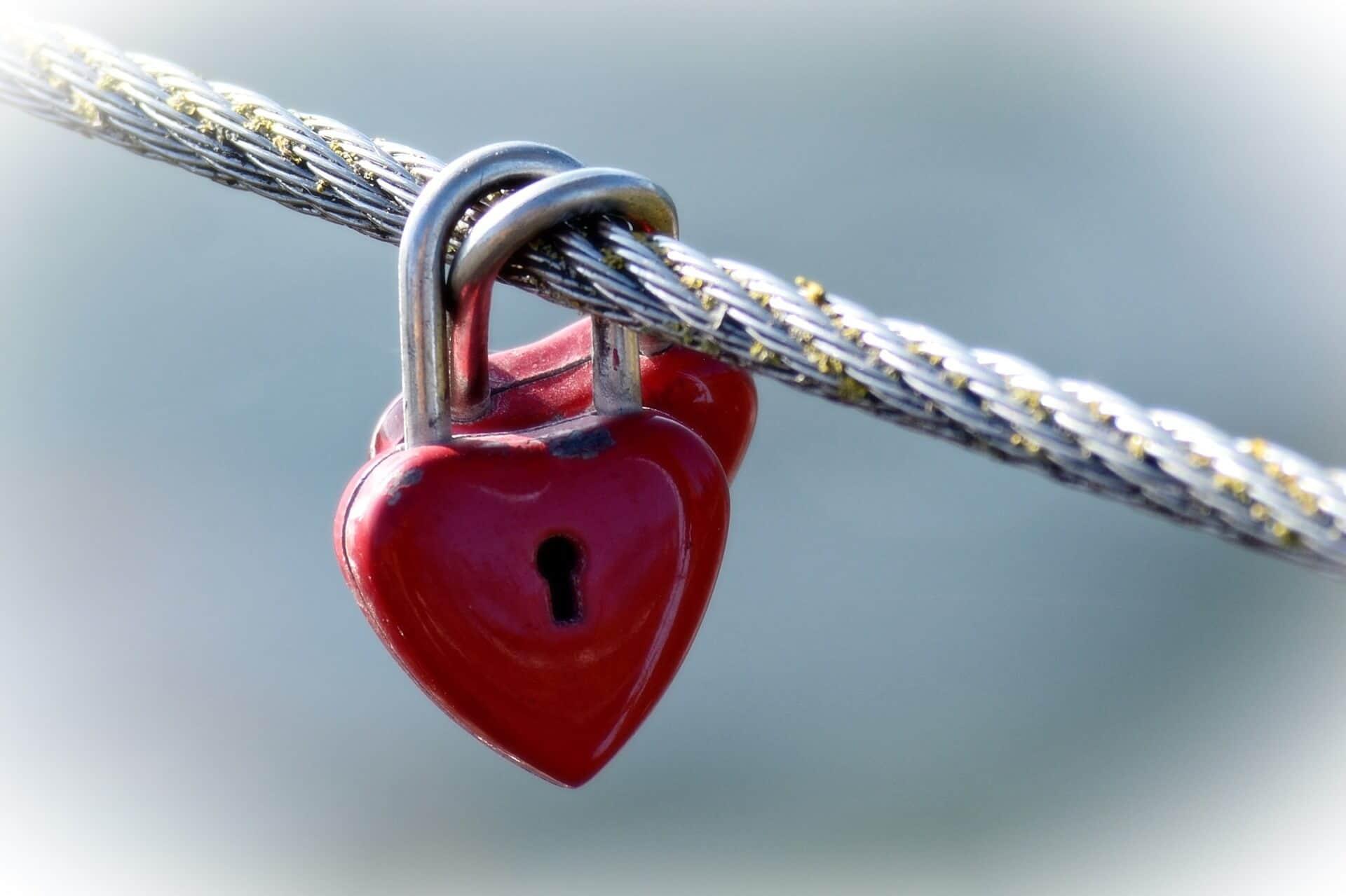 love castle 1042979 1920 - ¿Cómo lograr la libertad emocional cuándo somos emocionalmente dependientes?