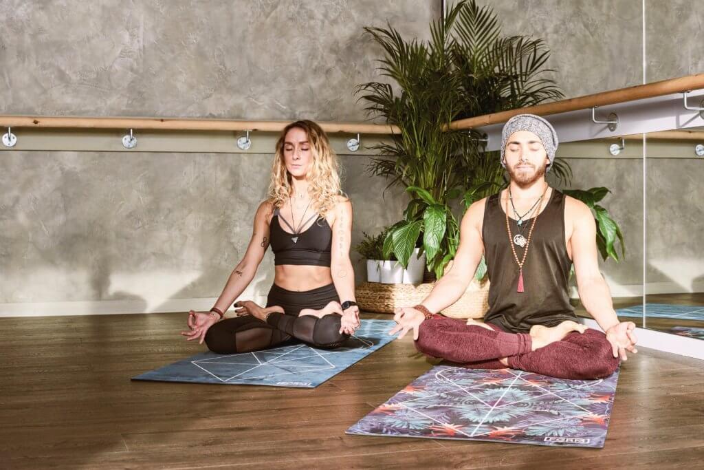 arms beautiful beauty 1882004 1024x683 - ¿Por qué el yoga mejora nuestra calidad de vida?
