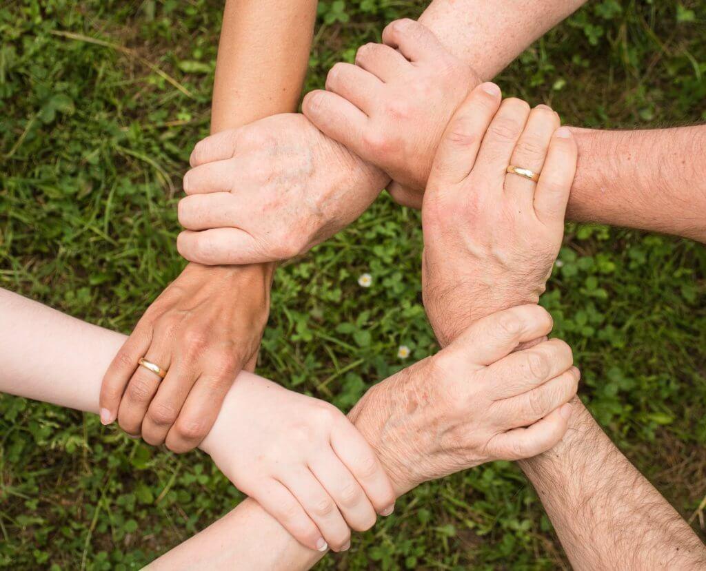 collaboration community cooperation 461049 1024x829 - Adicciones: ¿vicio o enfermedad? Nosotros elegimos cómo percibirlas.